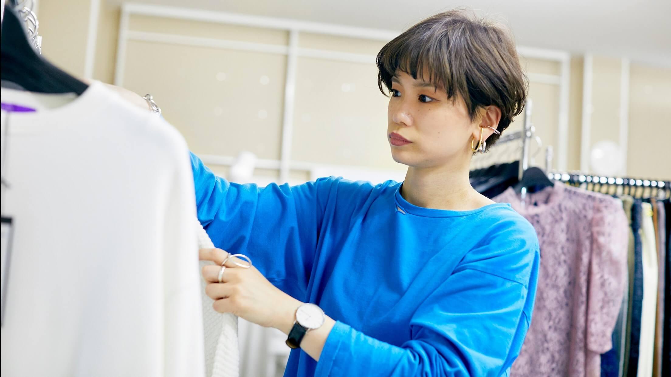 バイヤーなど様々な職種にキャリアアップできるファッションアドバイザー募集のカバー写真