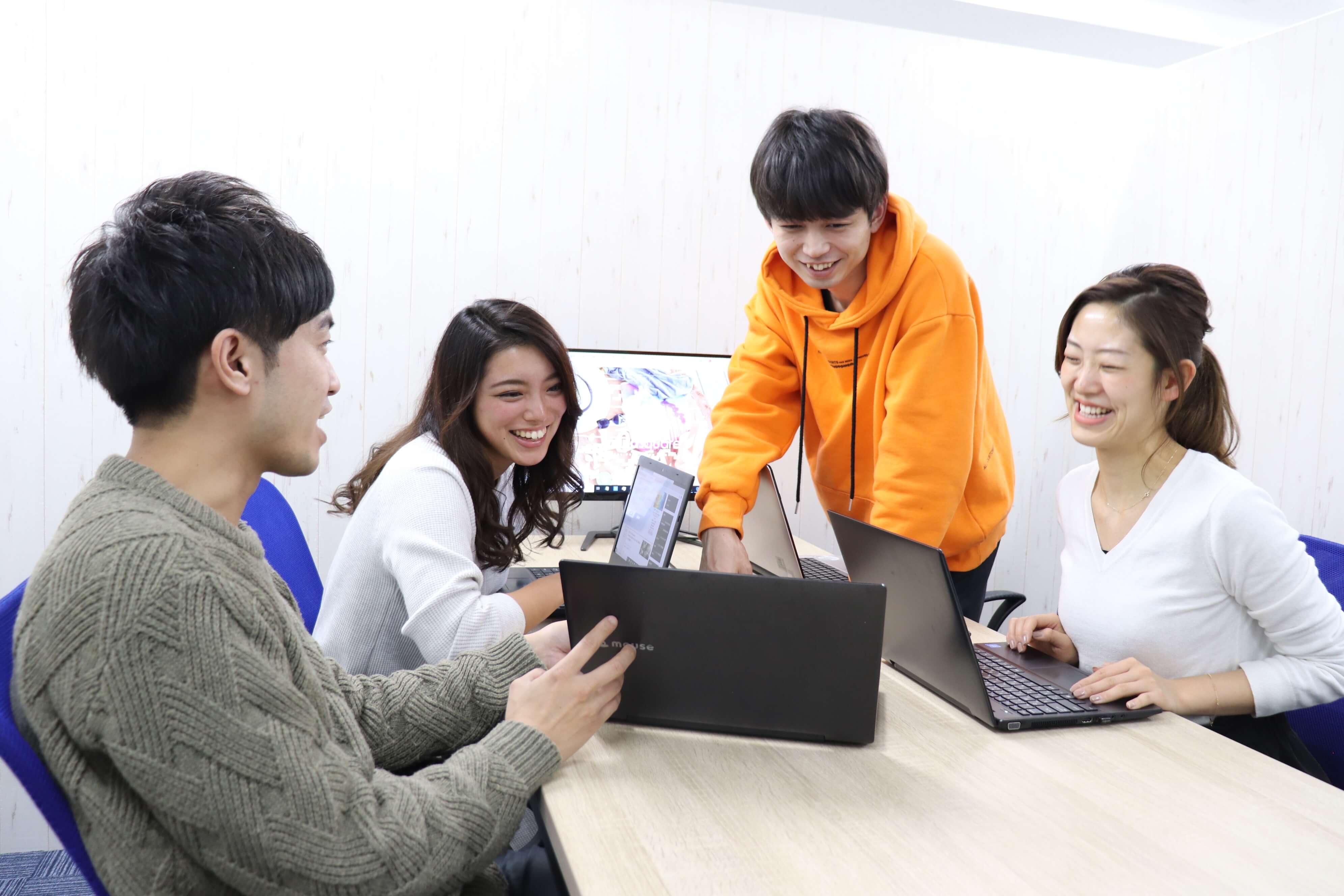 芸能案件多数~事業拡大により【キャスティングスタッフ】募集のカバー写真