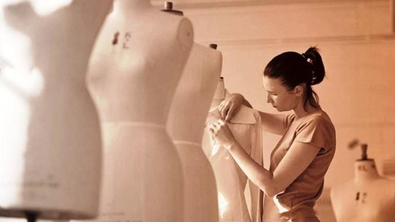 ◆フェミニンテイストなデイリースタイル 感度あるデザイナーのカバー写真