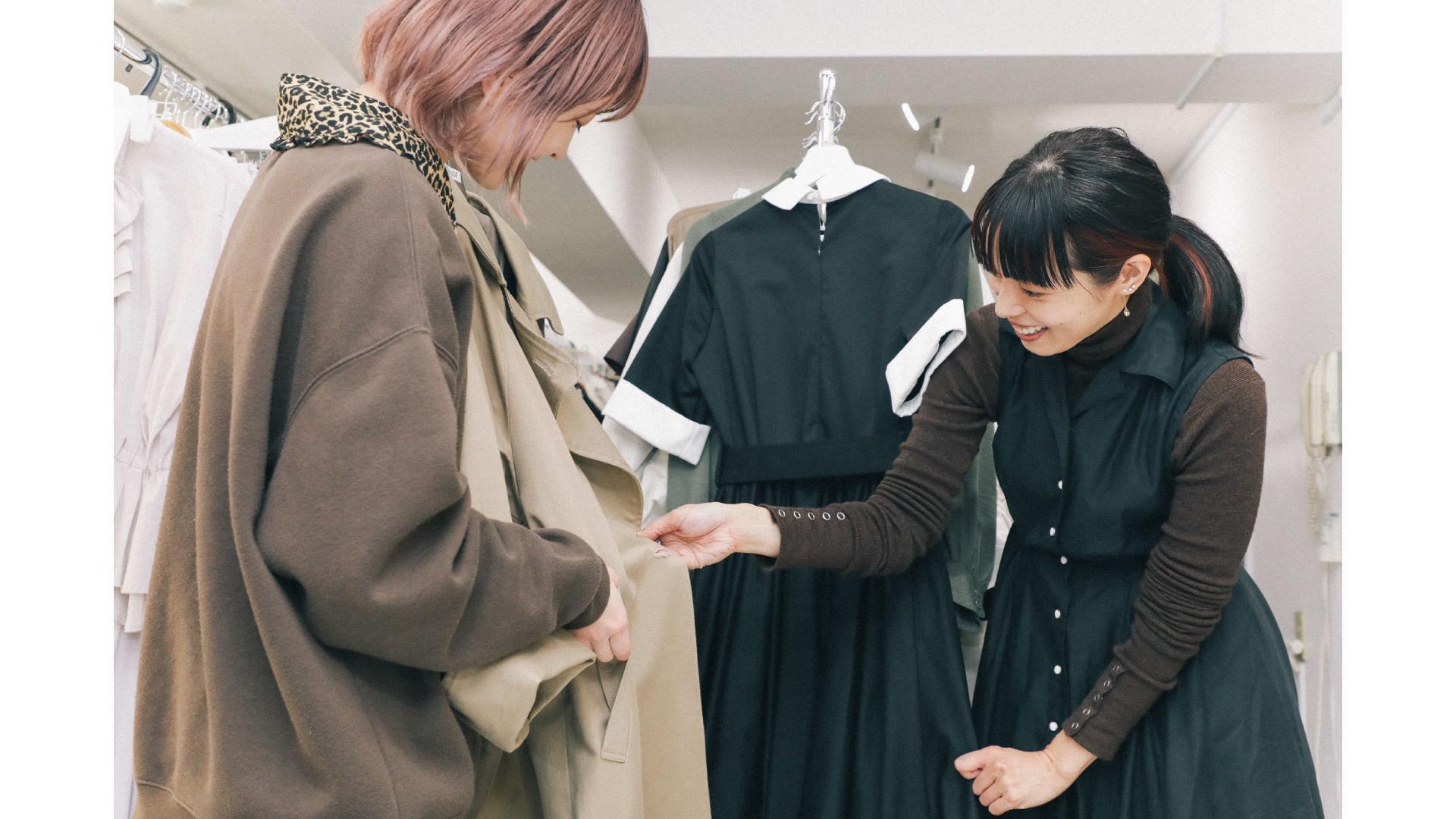 縫製職人×デザイナーのEC運営アシスタント|アルバイト(正社員登用あり)のカバー写真