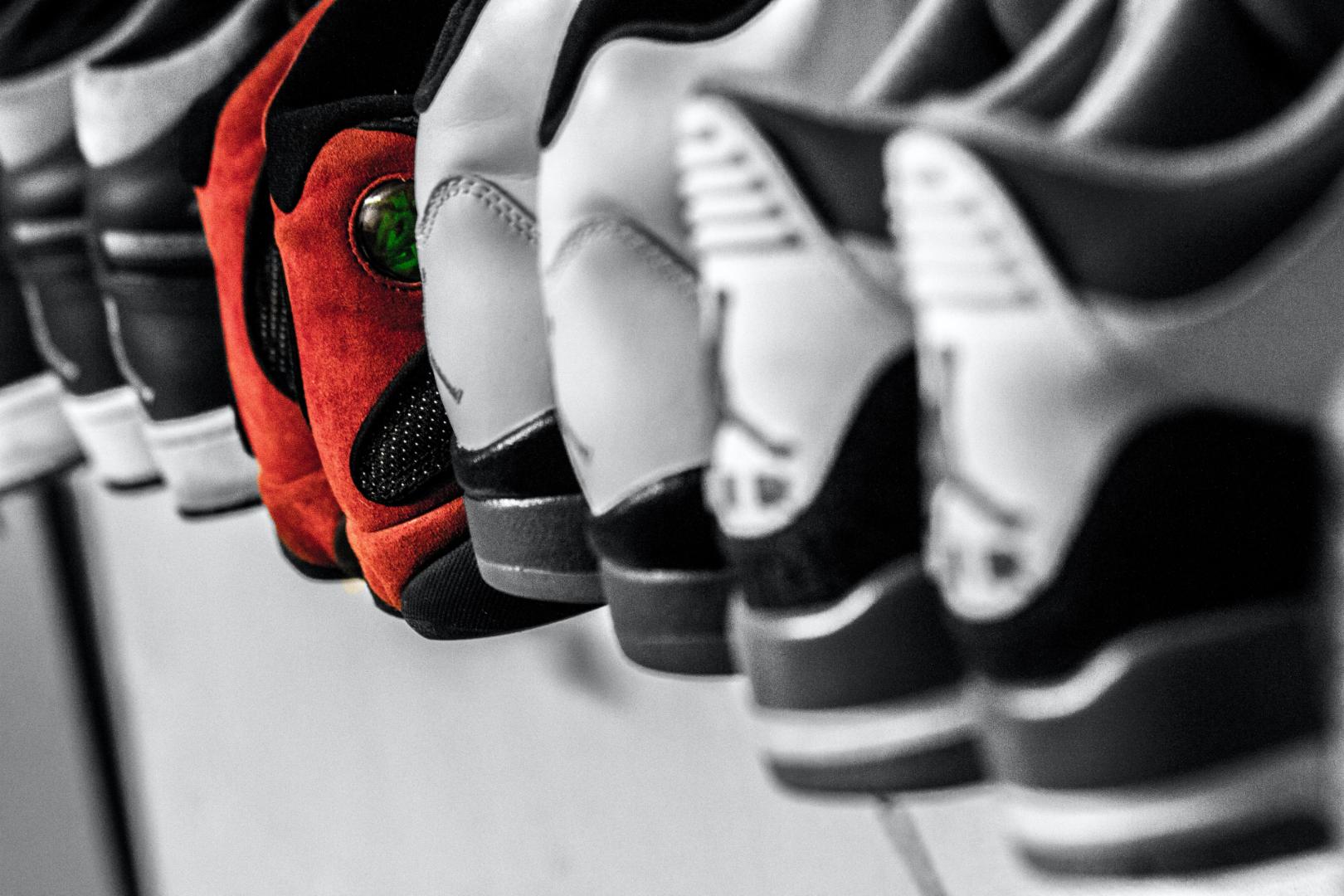 スニーカー好き歓迎!人気ブランドのOEMデザイナー募集のカバー写真