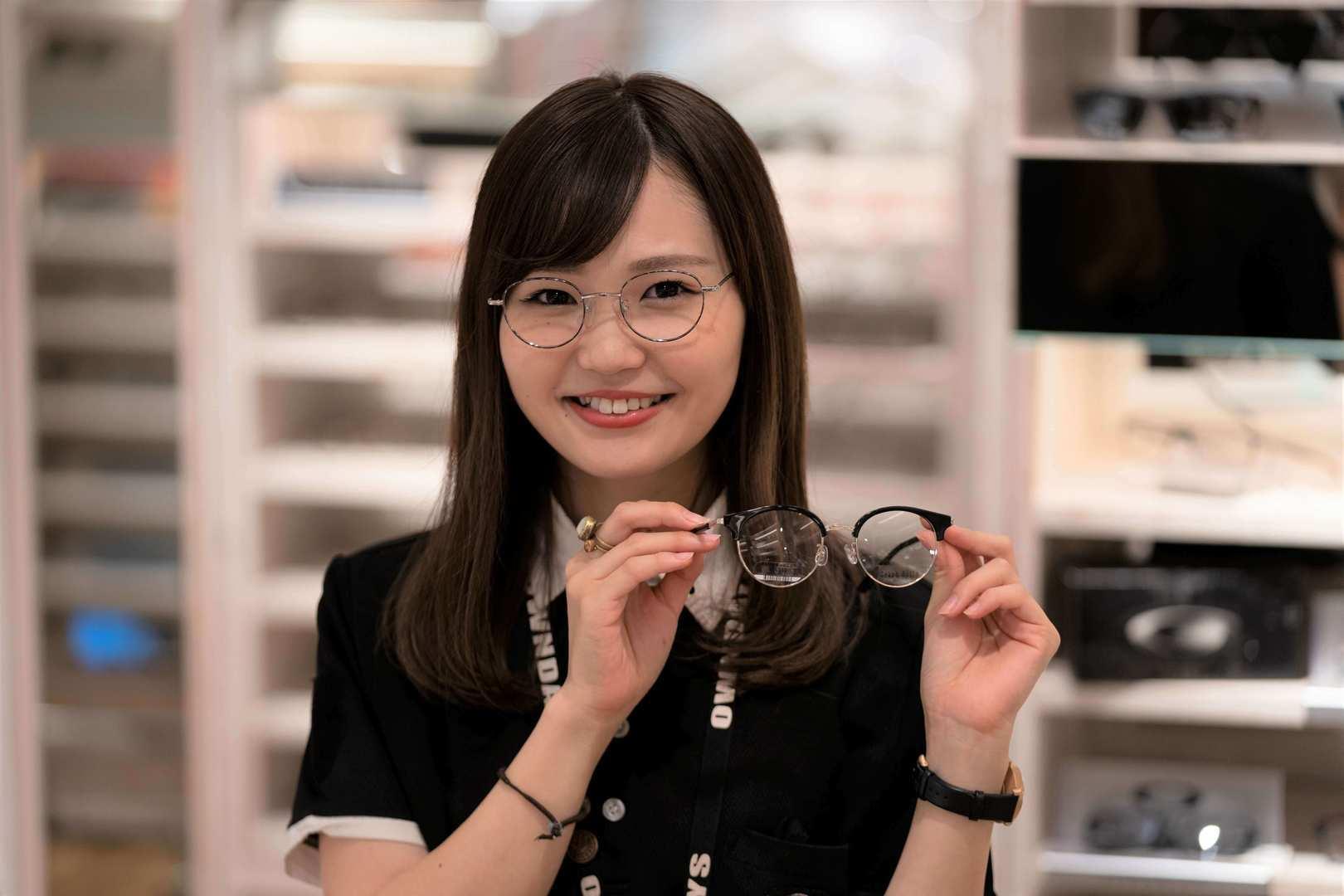 ●洗練された製品が国内外で大人気 メガネのファストファッションブランド 接客販売のカバー写真