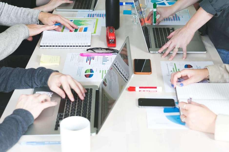 【プランナー】有名タレントプロデュースのD2Cブランド企画をお任せします!のカバー写真